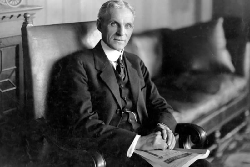"""""""Điều tệ hơn đào tạo nhân sự rồi để họ rời đi, là không đào tạo mà giữ họ ở lại"""" - Henry Ford"""
