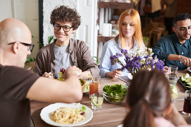 Món ăn văn phòng phù hợp cung cấp đủ chất dinh dưỡng để làm việc hiệu quả