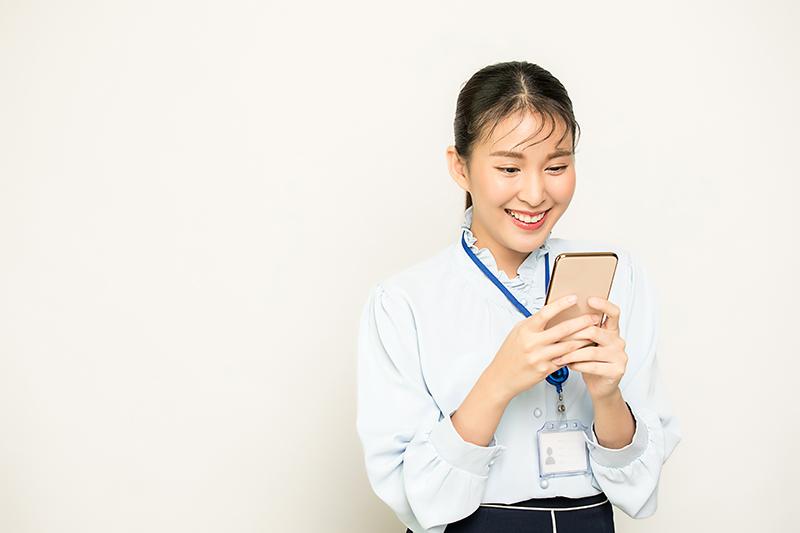 Nhân viên có thể dễ dàng truy cập các phần mềm này từ điện thoại thông minh hoặc máy tính bảng.