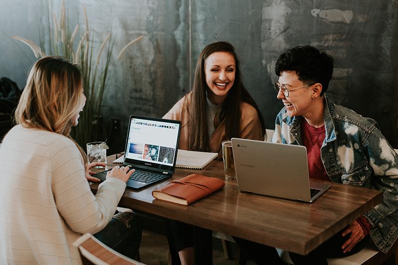 Nhân viên càng hạnh phúc, công ty càng thành công.