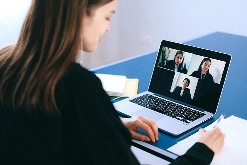 Tổ chức các hoạt động team building qua cuộc gọi video giúp tăng kết nối giữa các nhân sự làm việc từ xa